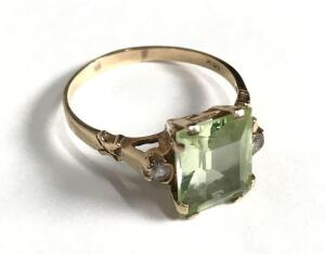 10K Gold Ladies Ring with Green emerald-cut stone, 1.5 dwt.