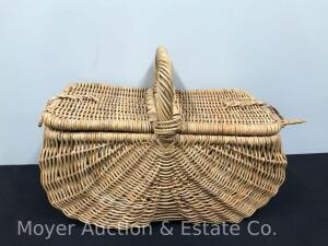 "Large Picnic/Gathering Basket, 26"" Wide"