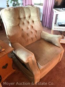 Gold Electric Lift Chair/Recliner, older, works, also has heat, normal use wear