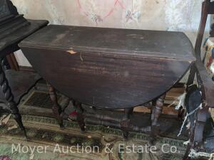 Drop-Leaf Table, gate-legs, mahogany, veneer peeling on one side & chip out of other, leaves curved,