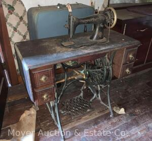 Singer Treadle Sewing Machine, top box missing, wear to top