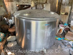 Mueller RHS200 Bulk Milk Tank, appx. 200 gal., attached compressor (cond unknown/not used in years)