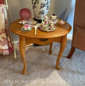"Oak Lamp Table, Oval Top, 25"" Wide, No Drawer"