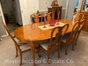 "Oak Dining Table & 6 Chairs, Chippendale-style, with full-set of table pads, top is 44"" x 67"" plus 16"" leaf, all in nice condition"