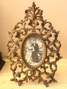 "Ornate Iron Picture Frame, oval opening, with stand/leg, 13""t"
