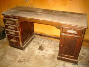 Oak knee-hole desk/work bench, good condition but was a partners desk thats been cut in half (back is open)