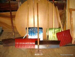 Group of 6 snow shovels & a scraper (bid is for all)