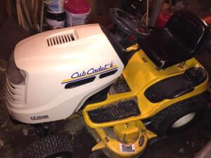 Cup Cadet LT1046 riding lawn mower